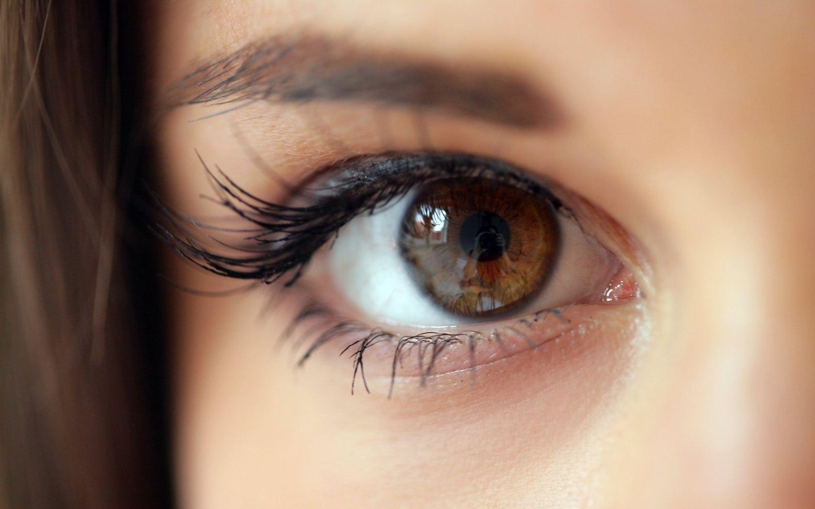 6 صفات لأصحاب العيون البنية (3)