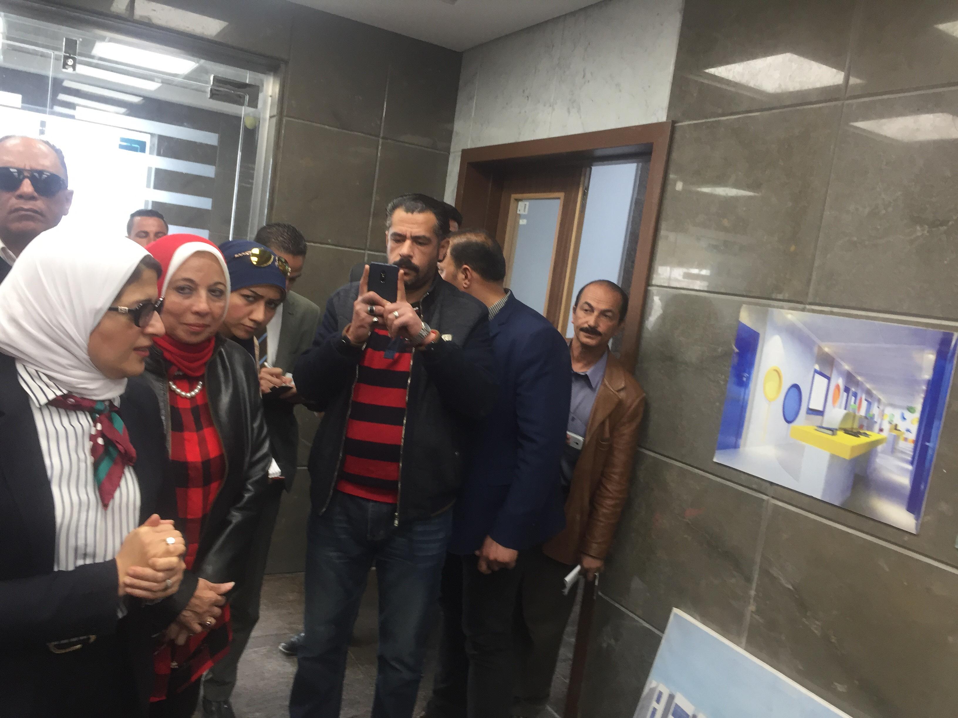 وزيرة الصحة تتفقد مستشفى أطفال النصر (4)
