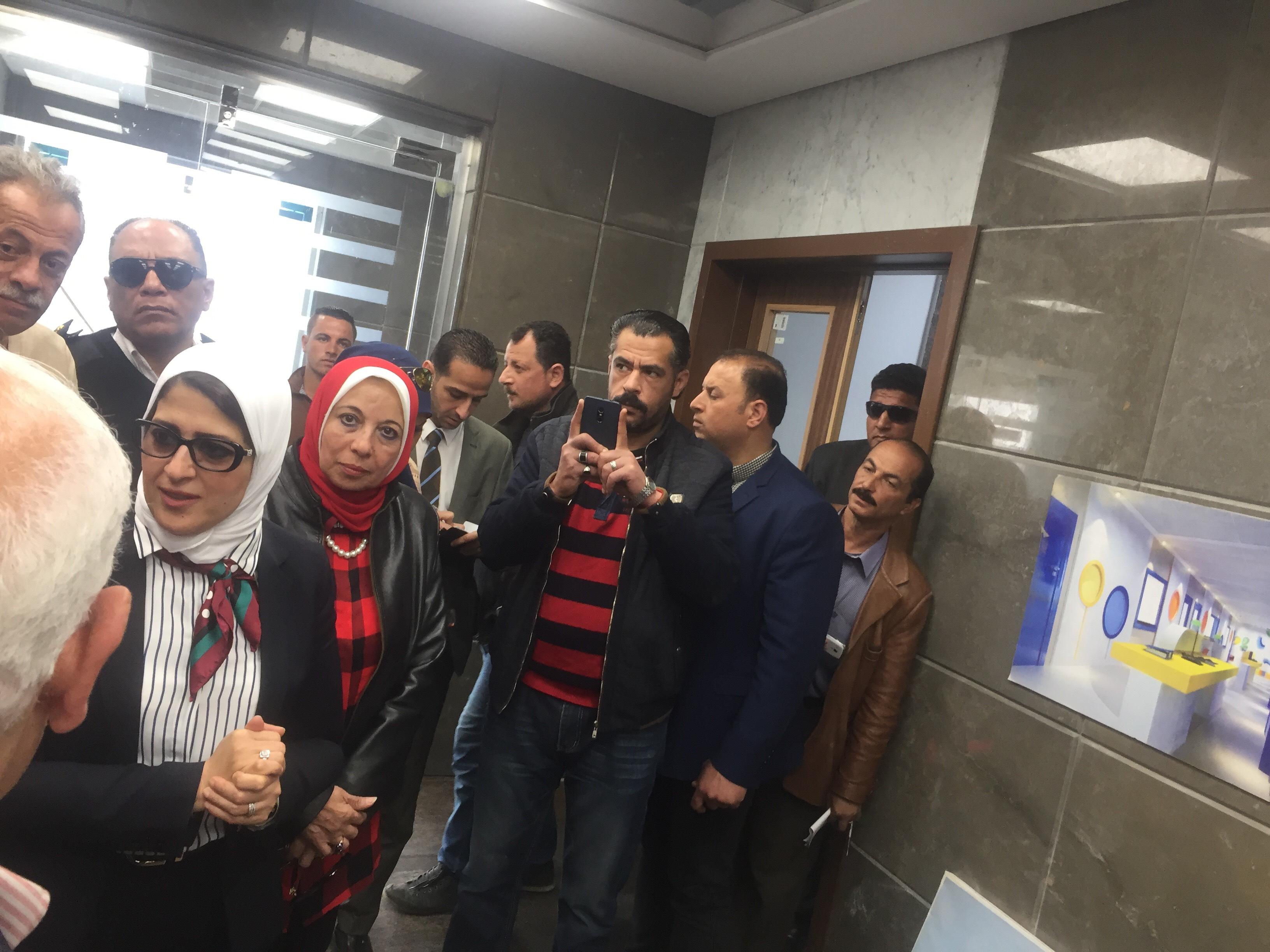 وزيرة الصحة تتفقد مستشفى أطفال النصر (2)