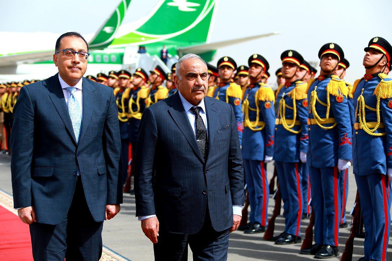 رئيس الوزراء ونظيره العراقى لدى وصوله للقاهرة