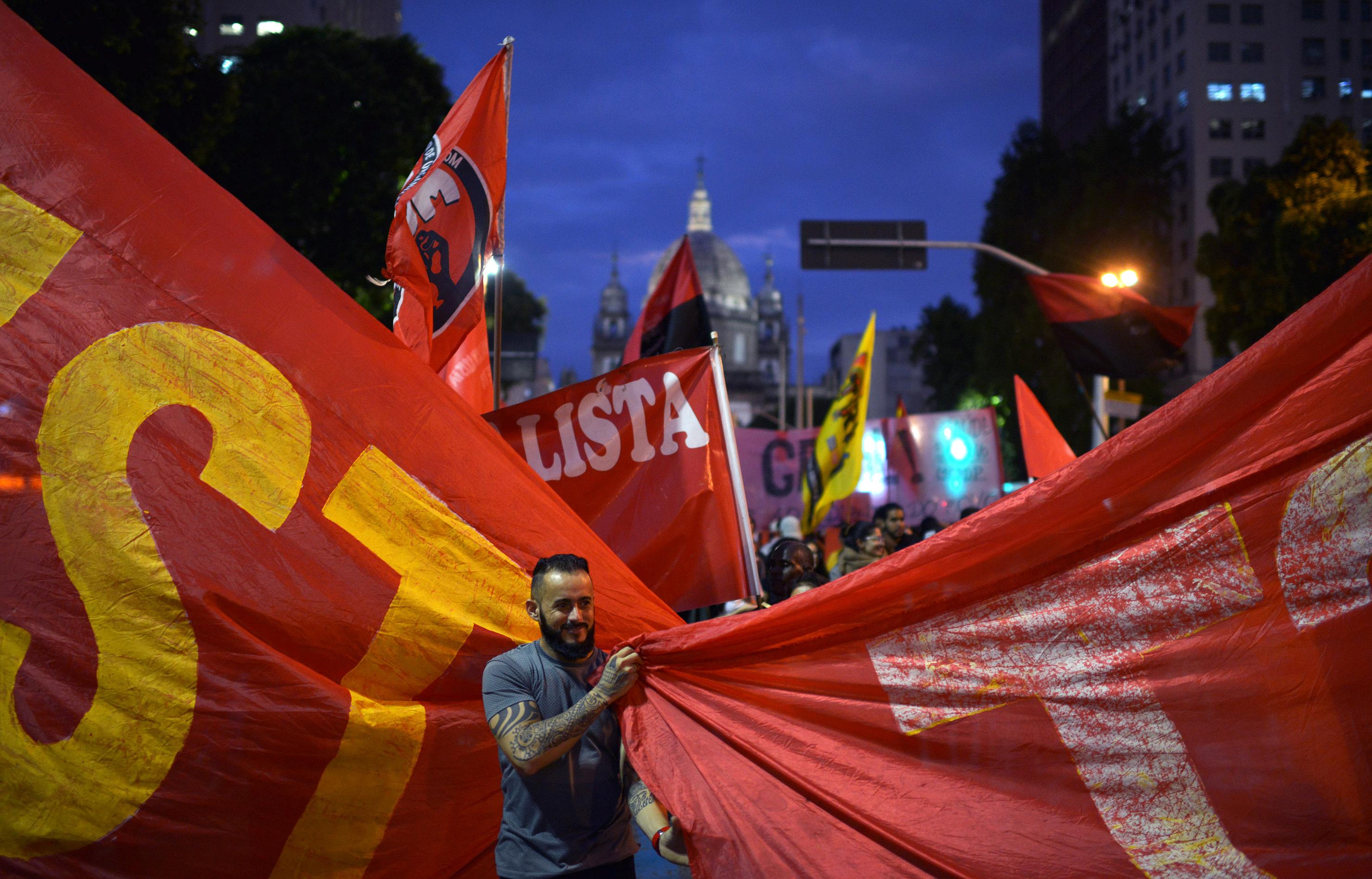 مظاهرات فى البرازيل ضد رفع سن التقاعد (4)