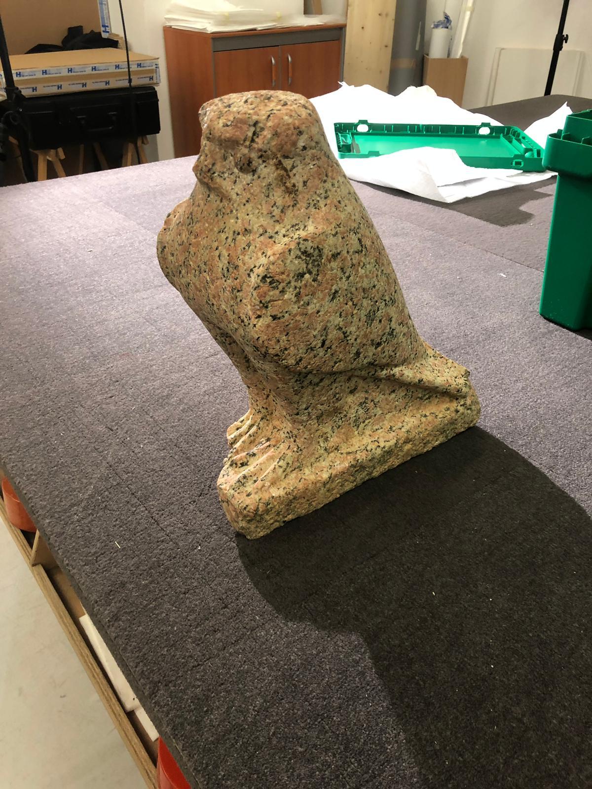 استعادة قطعتين آثريتين للمعبود حورس والإلهة باستت من سويسرا (5)