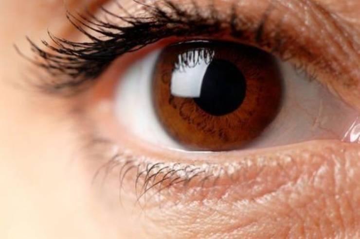 6 صفات لأصحاب العيون البنية (2)