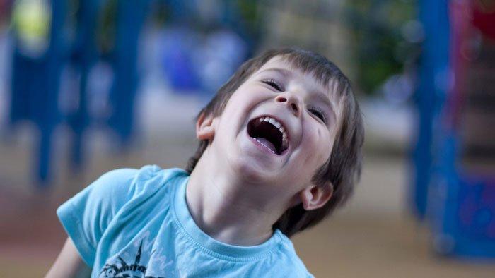 اعرف تأثير الضحك على طفلك (1)