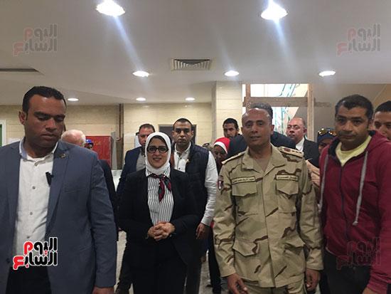 وزيرة-الصحة-تتفقد-مستشفى-بورسعيد-العام-(2)