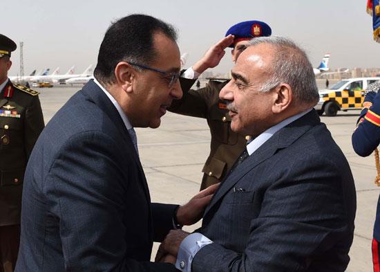 رئيس الوزراء ونظيره العراقى لدى وصوله للقاهرة (1)