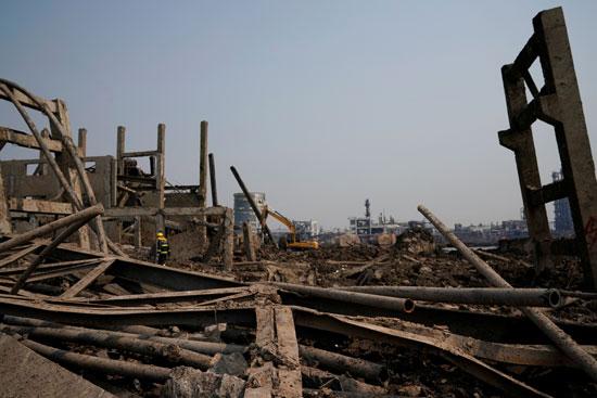 انفجار مصنع كيماويات بالصين (9)