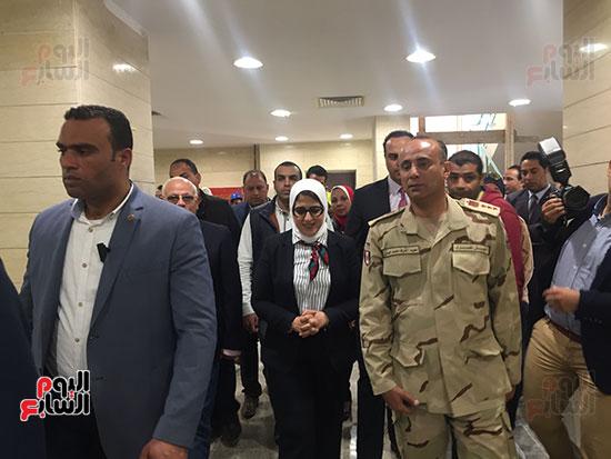 وزيرة-الصحة-تتفقد-مستشفى-بورسعيد-العام-(3)