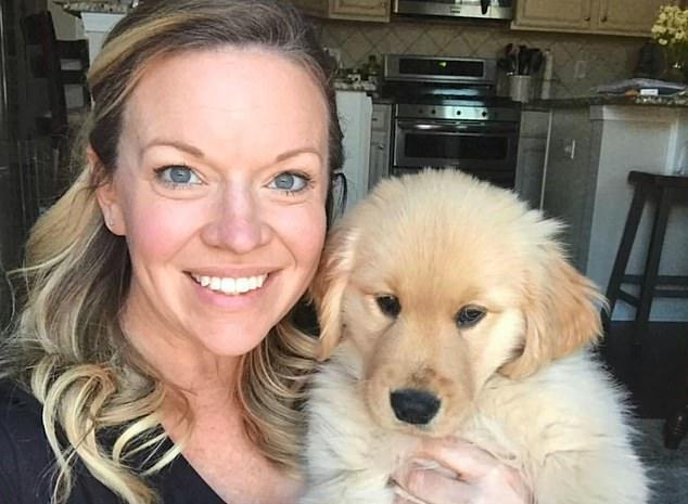 جرو صغير يساعد كلب أعمى على اللعب والمشى .. أعرف القصة؟  (4)