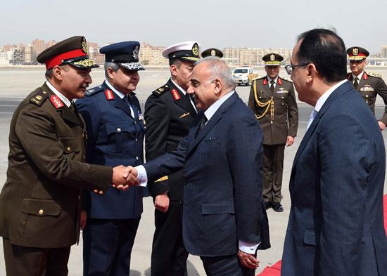 رئيس الوزراء ونظيره العراقى لدى وصوله للقاهرة (3)