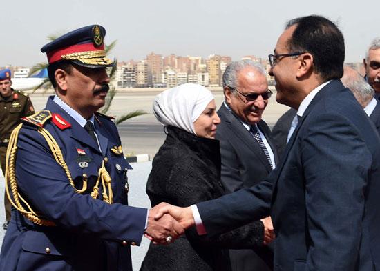 رئيس الوزراء ونظيره العراقى لدى وصوله للقاهرة (7)