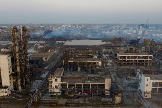 انفجار مصنع كيماويات بالصين (1)