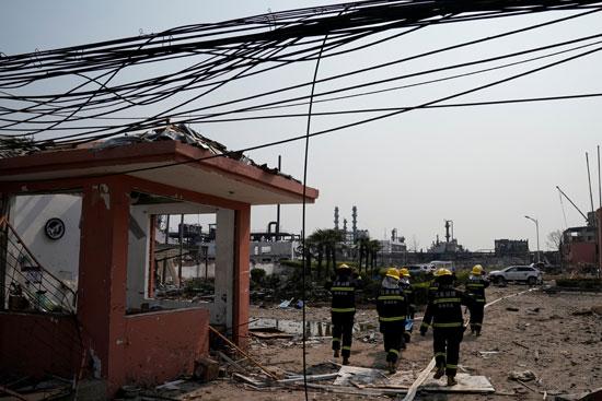 انفجار مصنع كيماويات بالصين (7)