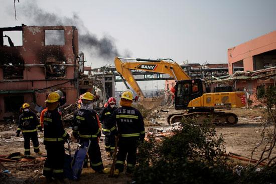 انفجار مصنع كيماويات بالصين (8)