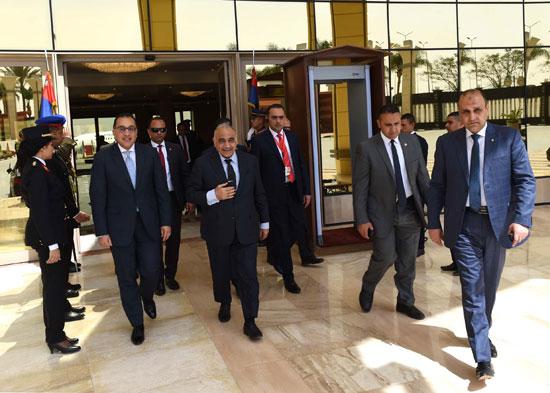 رئيس الوزراء ونظيره العراقى لدى وصوله للقاهرة (9)