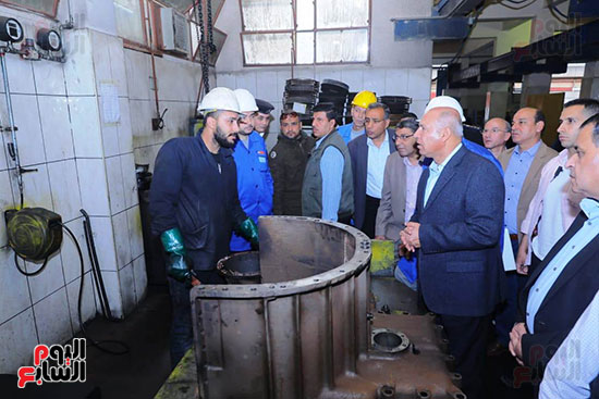 وزير النقل يتفقد محطتى القاهرة والجيزة وينتقد مستوى النظافة (4)