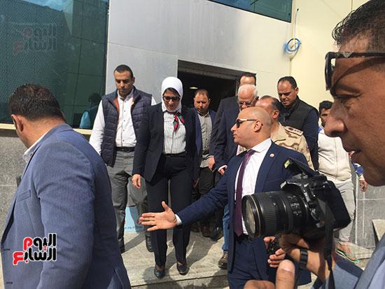 وزيرة-الصحة-تتفقد-مستشفى-بورسعيد-العام-(8)