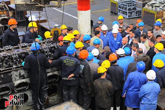 وزير النقل يتفقد محطتى القاهرة والجيزة وينتقد مستوى النظافة (9)