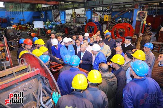 وزير النقل يتفقد محطتى القاهرة والجيزة وينتقد مستوى النظافة (5)