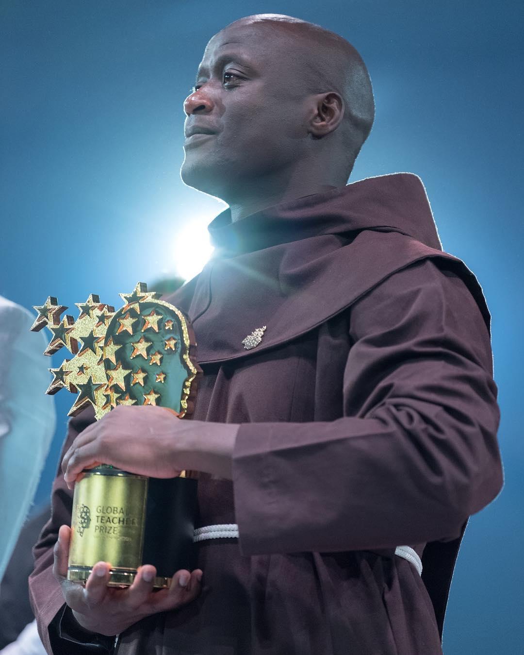 المعلم الكينى الكيني بيتر تابيشي