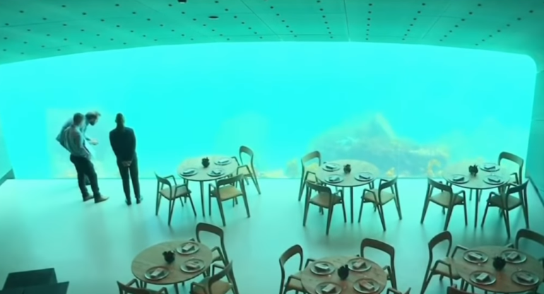 أكبر مطعم تحت الماء فى النرويج