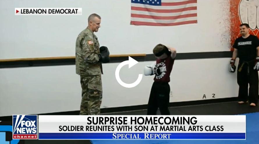 رقيب فى الجيش يفاجئ ابنه (4)