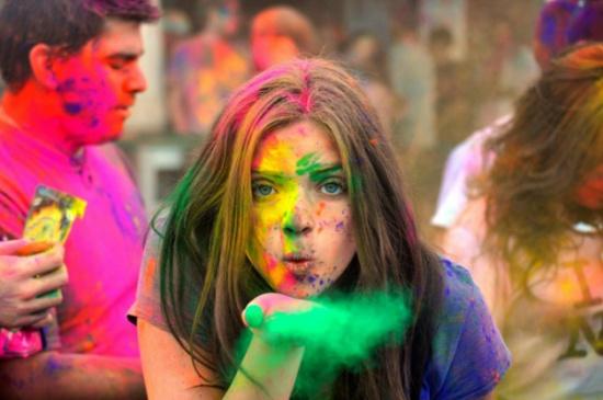 مهرجان الألوان1