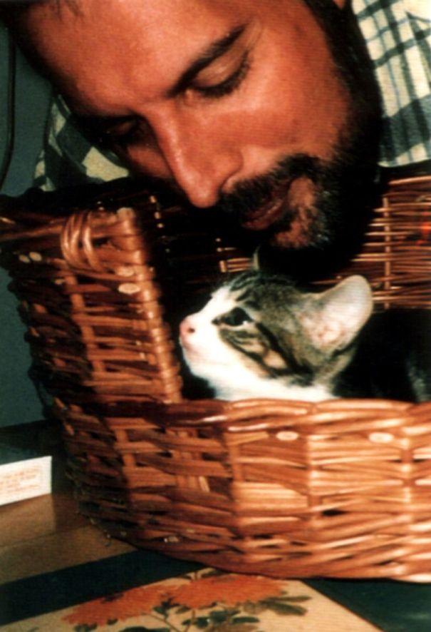 فريدى ميركورى مع قططه  (13)