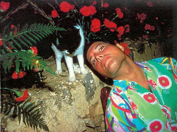 فريدى ميركورى مع قططه  (6)