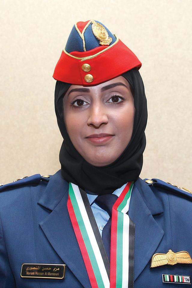 مريم المنصورى أول طائرة مقاتلة فى الإمارات