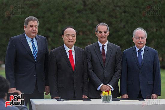 وزير الاتصالات وهولين زاو يوقعان عقد استضافة مصر للمؤتمر العالمى لاتصالات الراديو (7)