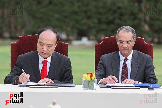 وزير الاتصالات وهولين زاو يوقعان عقد استضافة مصر للمؤتمر العالمى لاتصالات الراديو (5)