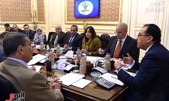 اجتماع لمتابعة الموقف التنفيذي لمشروعات المرحلة الأولى بالعاصمة الإدارية الجديدة (4)