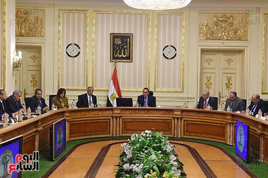رئيس الوزراء يعقد اجتماعا مع مطورين عقاريين ويتابع مشروعات العاصمة الإدارية (4)