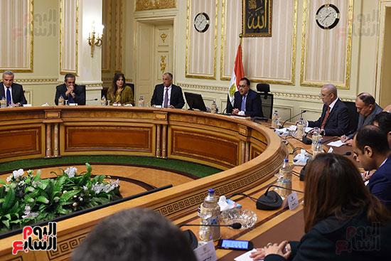 رئيس الوزراء يعقد اجتماعا مع مطورين عقاريين ويتابع مشروعات العاصمة الإدارية (5)