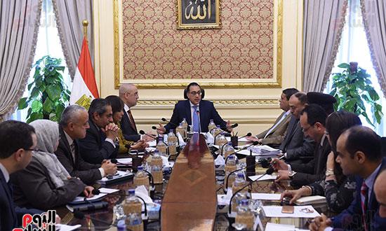 اجتماع لمتابعة الموقف التنفيذي لمشروعات المرحلة الأولى بالعاصمة الإدارية الجديدة (3)