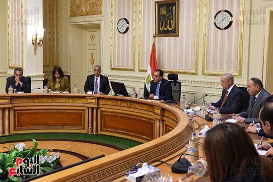 رئيس الوزراء يعقد اجتماعا مع مطورين عقاريين ويتابع مشروعات العاصمة الإدارية (6)
