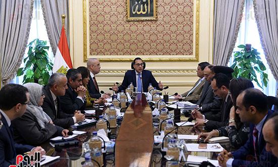 اجتماع لمتابعة الموقف التنفيذي لمشروعات المرحلة الأولى بالعاصمة الإدارية الجديدة (2)