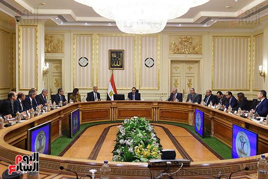 رئيس الوزراء يعقد اجتماعا مع مطورين عقاريين ويتابع مشروعات العاصمة الإدارية (2)