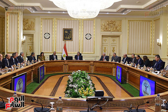 رئيس الوزراء يعقد اجتماعا مع مطورين عقاريين ويتابع مشروعات العاصمة الإدارية (3)