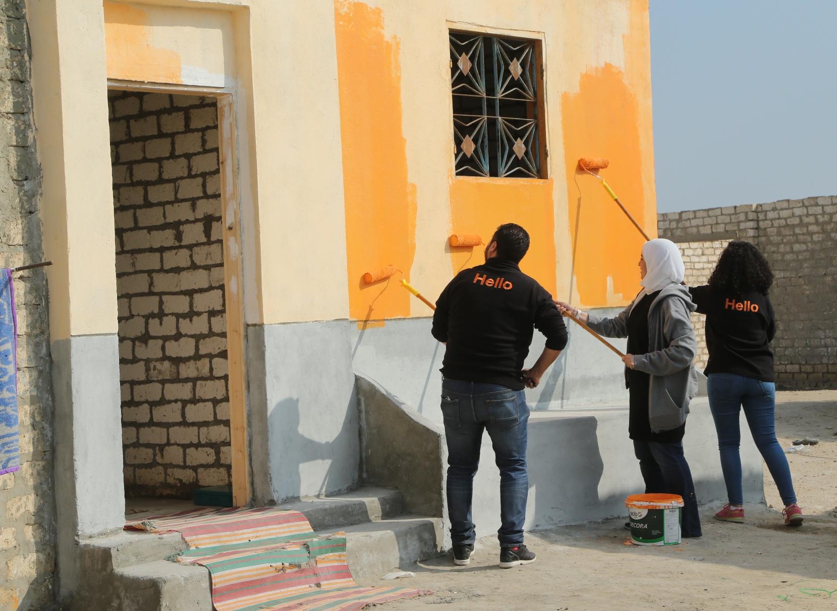 أورنج مصر تطلق حملة لتسقيف المنازل (1)