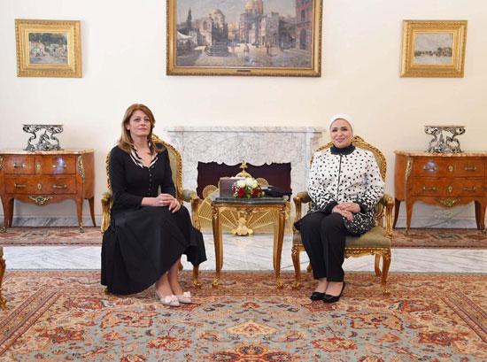 لقاء السيدة انتصار السيسى، قرينة الرئيس عبد الفتاح السيسى، وقرينة الرئيس البلغارى (2)
