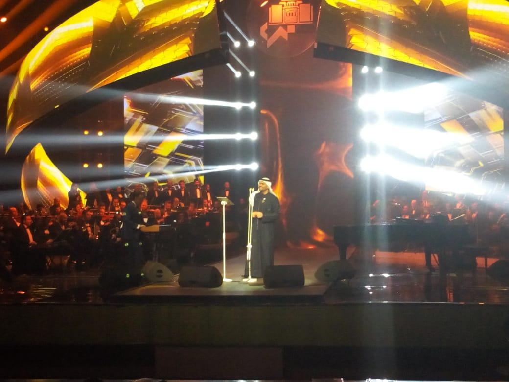 حسين الجسمى على خشبة المسرح