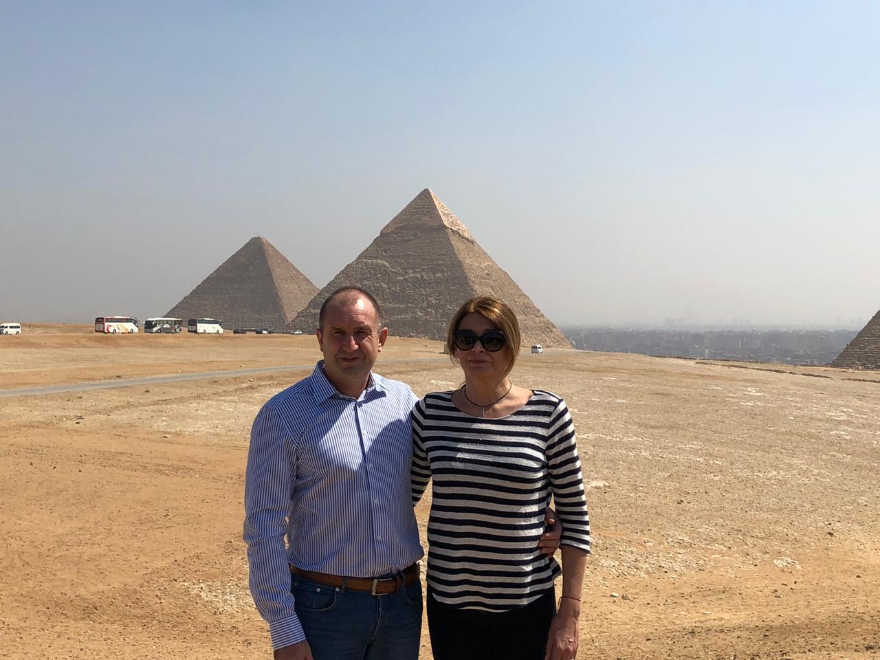خلال زيارة الرئيس البلغارى وزوجته لمنطقة آثار الهرم (3)