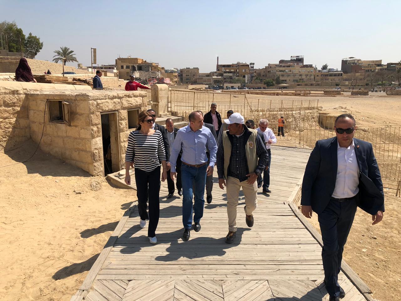 خلال زيارة الرئيس البلغارى وزوجته لمنطقة آثار الهرم (5)