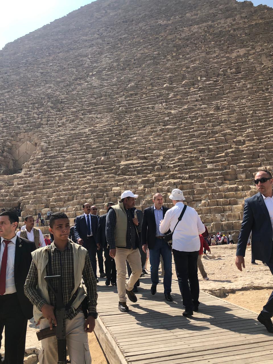 خلال زيارة الرئيس البلغارى وزوجته لمنطقة آثار الهرم (1)