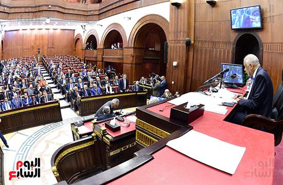 على عبد العال رئيس مجلس النواب يستمع أسئلة و لمقترحات رؤساء الأحزاب السياسية (1)