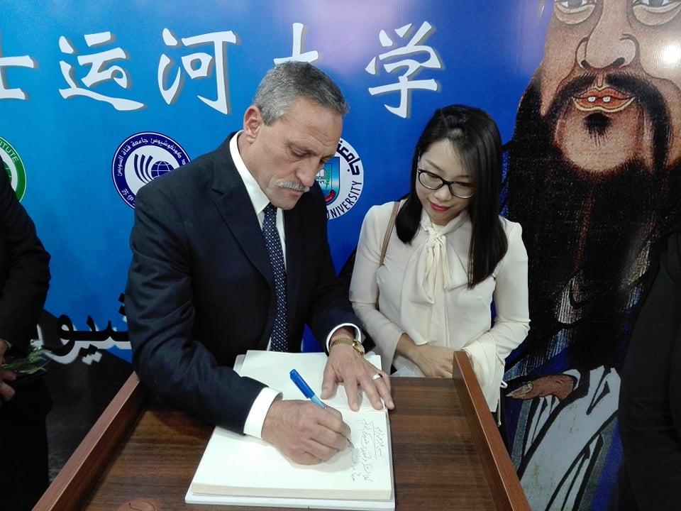 قنصل الصين والمحافظ فى الجامعة (3)