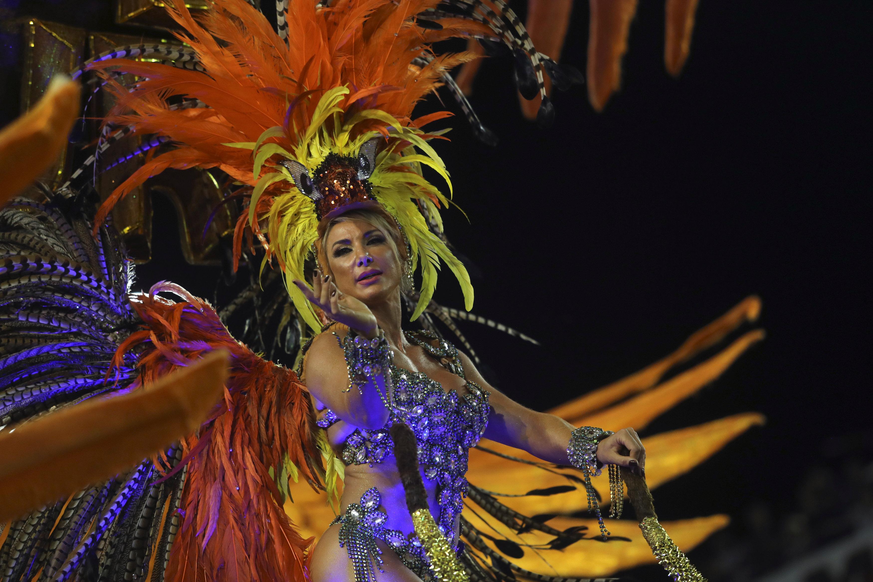 كرنفال ساوباولو لإحياء رقصة السامبا (3)