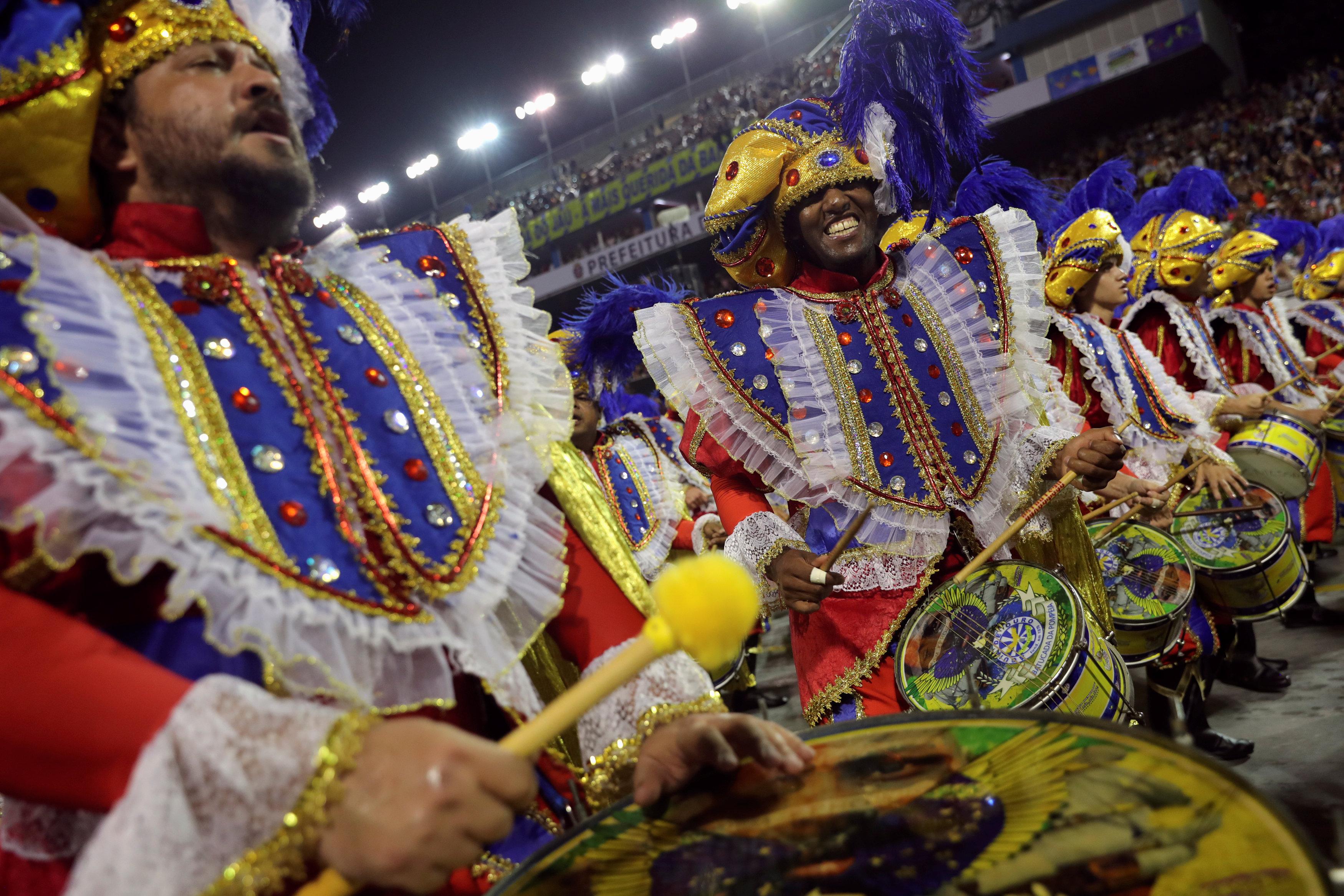كرنفال ساوباولو لإحياء رقصة السامبا (5)